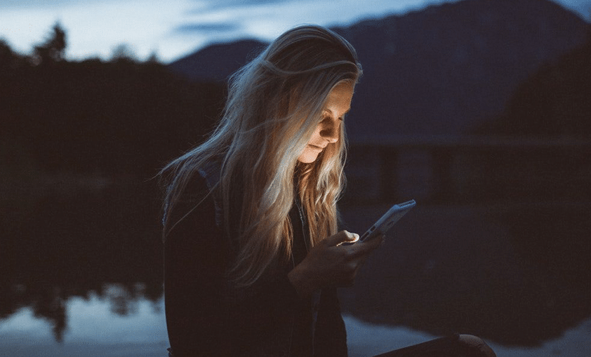 How Long Should You Wait Before Meeting Someone Offline?
